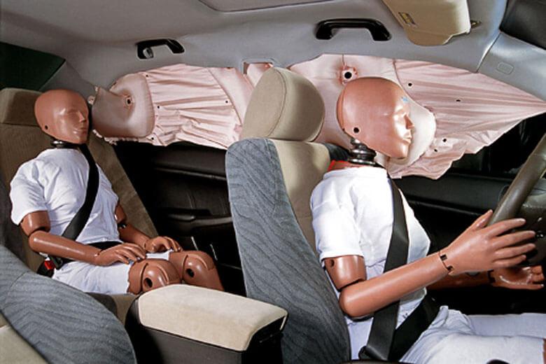 Подушки безопасности, подголовники, ремни безопасности