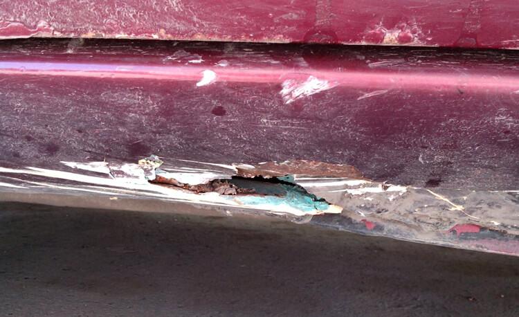 Ржавчина в месте повреждения кузова