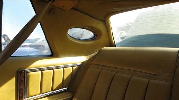 Некогда раскошный салон Lincoln Continental Mark V