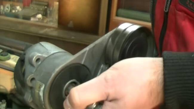 Натяжитель приводного ремня