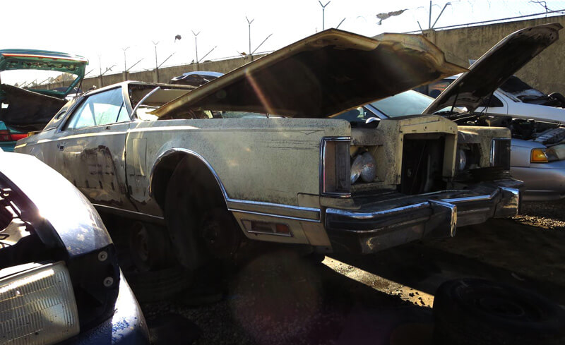 Photo of Раскошный Lincoln Continental Mark V сегодня на свалке
