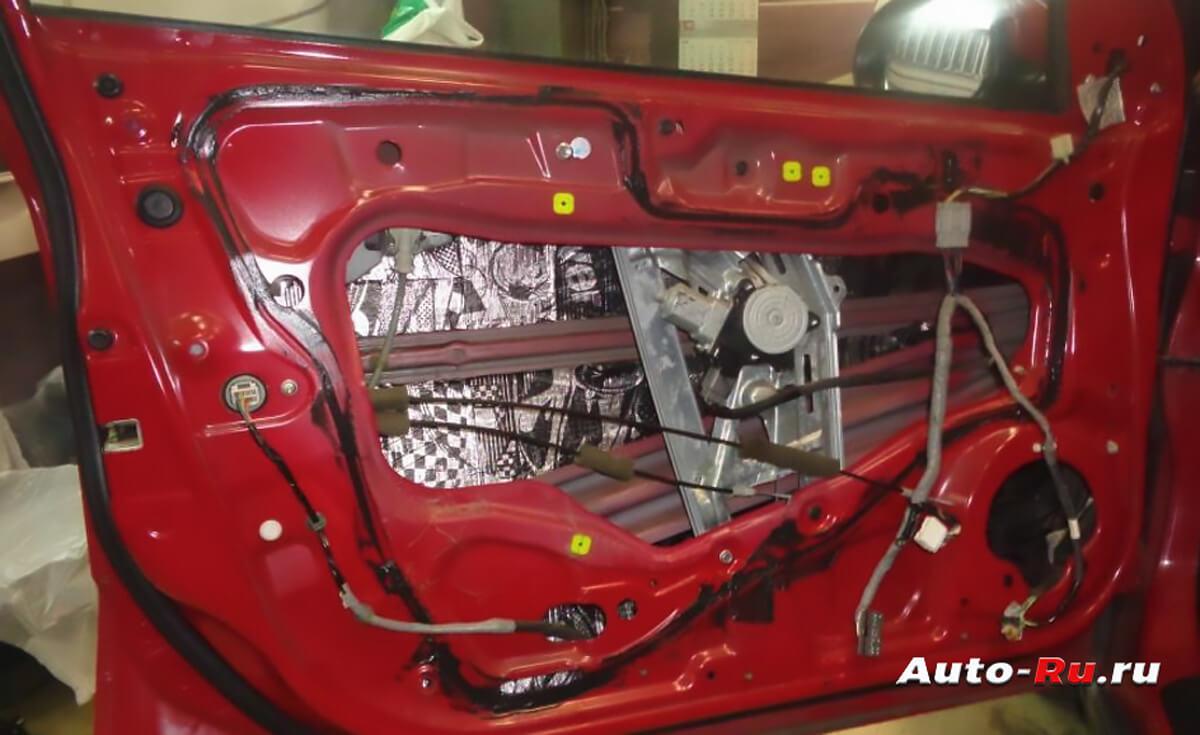 shumoizolyatsiya dveri avtomobilya 2 - Шумоизоляция авто строительными материалами своими руками