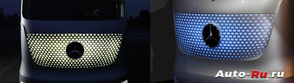 Синий - управляется электроникой, белый - водителем