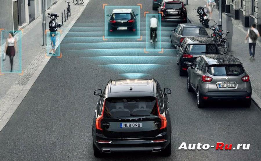 Система автоматического торможения анализирует дорожную ситуацию